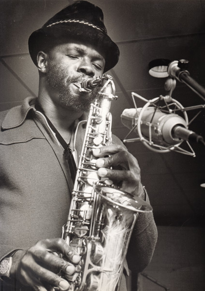 Makanda Ken McIntyre playing the alto saxophone, Steeplechase sessions, Copenhagen, 1974, photo by Jan Persson